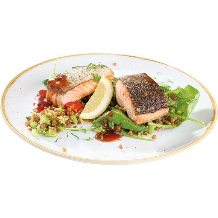 Grillēta laša fileja ar Flajolet pupiņu, kvinojas salātiem un aso austeru mērci
