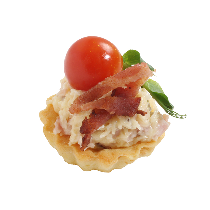 Small tart with cheese and smoked meat salad