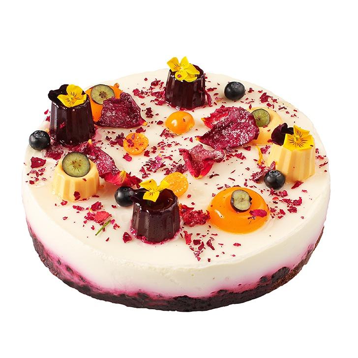 Jogurta torte ar mellenēm un zemenēm