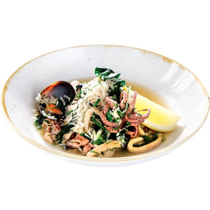Jūras produktu - spinātu sautējums ar rīsiem un zaļumiem