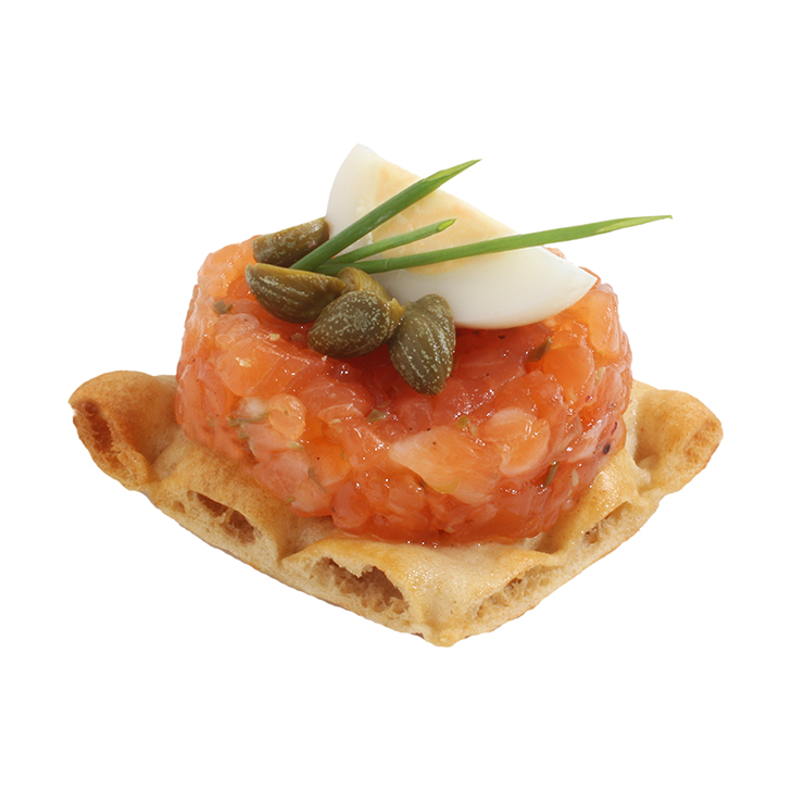 Canapes with salmon tartar, capers and herbs