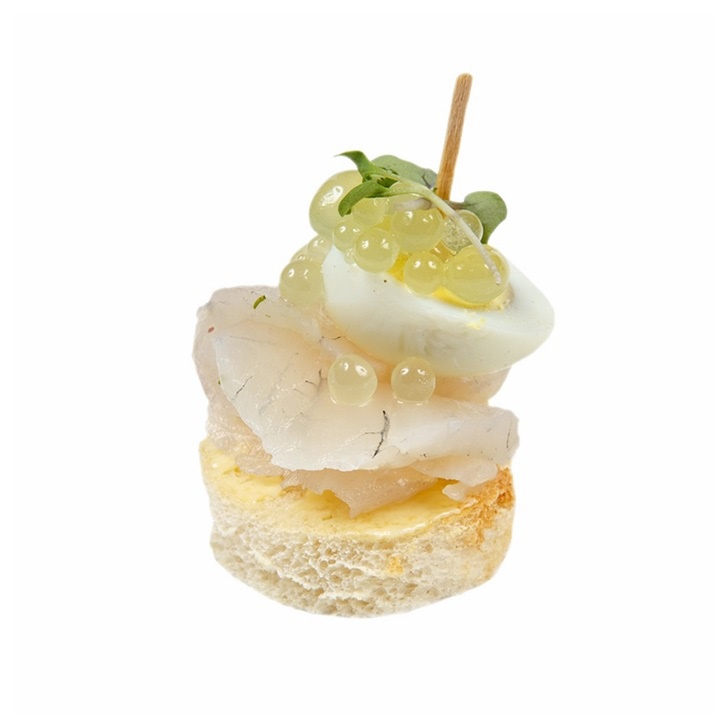 Canape with fresh salted sander fillet spinach gel and for Quail egg canape