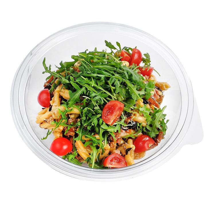 Pašmāju makaronu salāti ar dārzeņiem Itāļu gaumē
