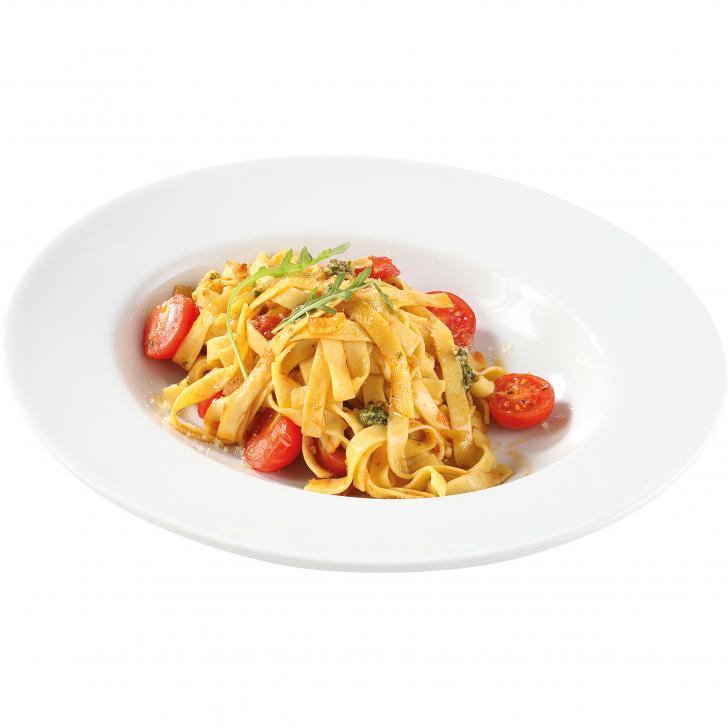 Паста с базиликом и помидорами черри