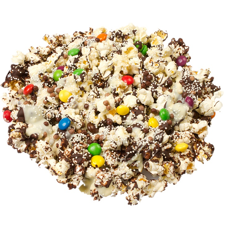Popcorn chocolate cake with candies