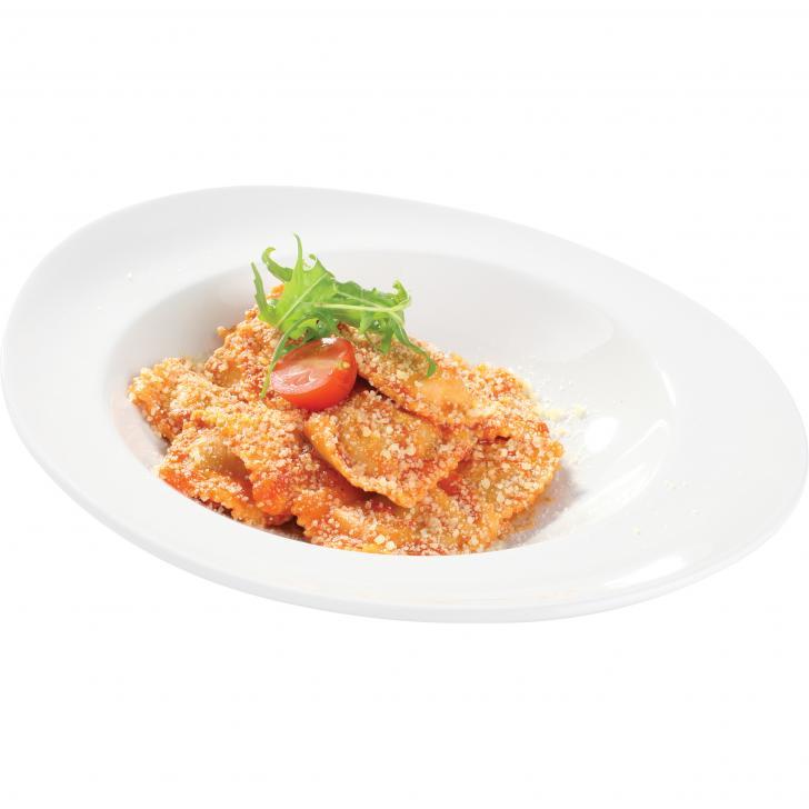 Ravioli ar sarkanvīnā sutinātu liellopa gaļas pildījumu