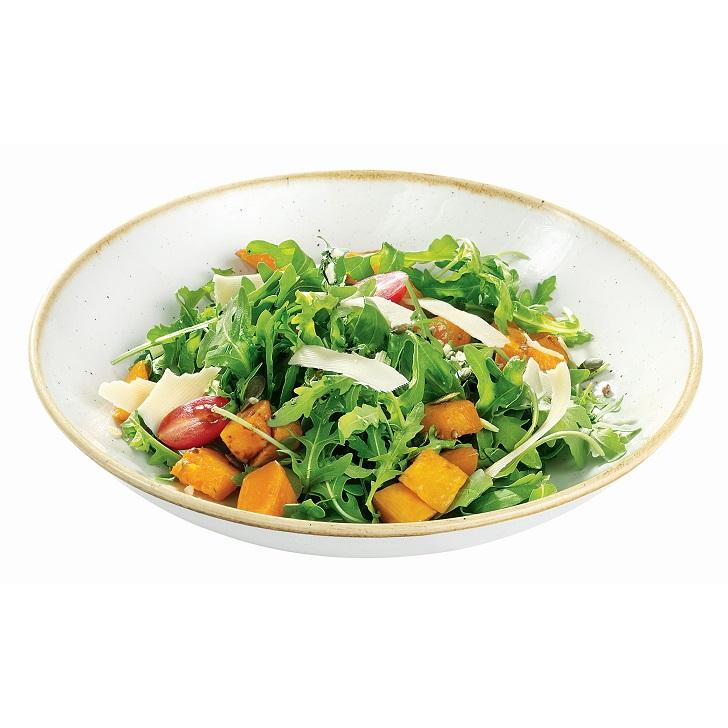 Салат руккола с обжаренной ореховой тыквой, сыром пармезан и бальзамическим соусом