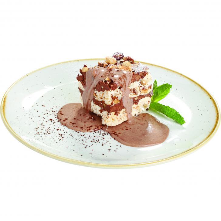 Šokolādes bezē kūka ar lazdu riekstiem