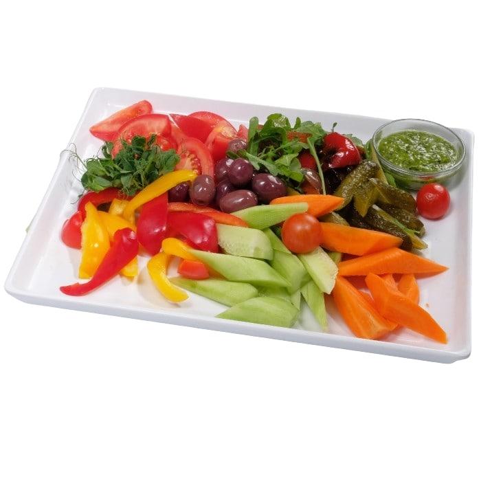 Svaigu un marinētu dārzeņu plate