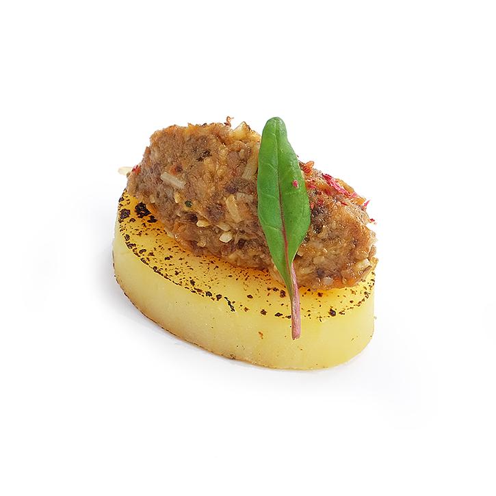 Закуска из картофеля с Tapenade из грибов с трюфельным маслом
