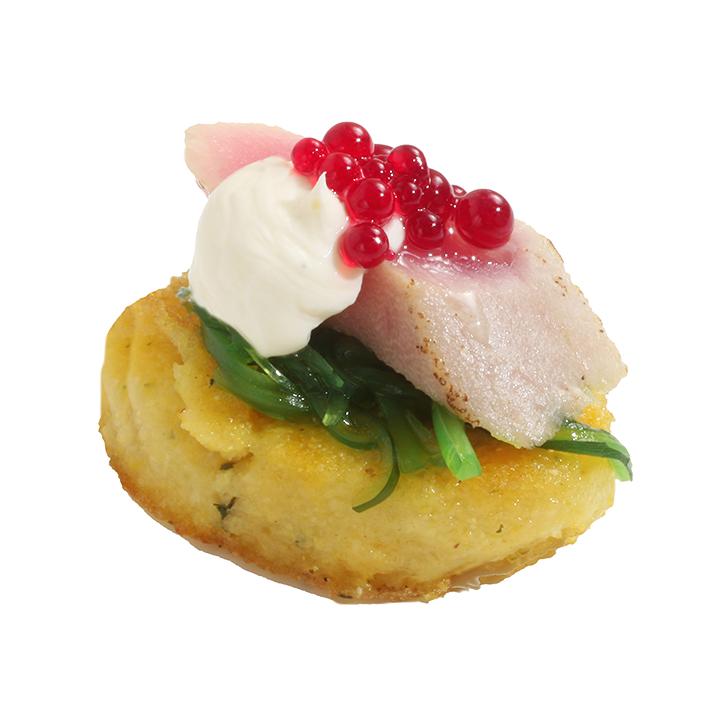 Svilināta tunča filejas uzkoda ar Kaiso salātiem