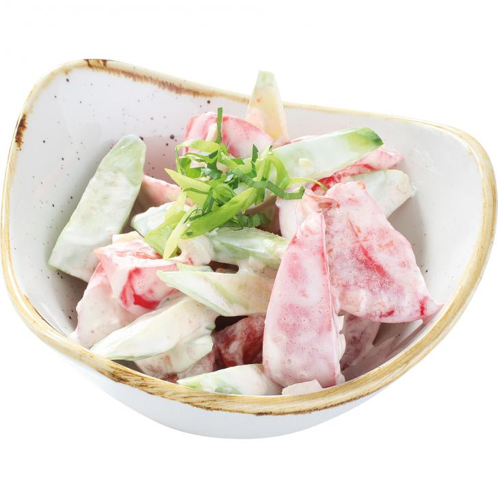 Tomātu – gurķu salāti  ar skābo krējumu