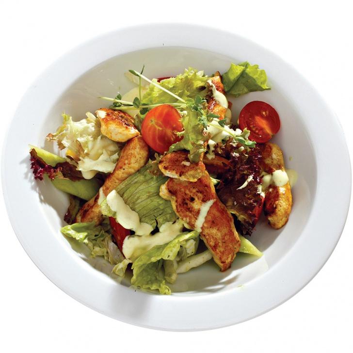 Vecie labie dārzeņu salāti ar vistas filejas strēmelītēm