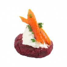 Beet cake with fresh cheese and grilled carrots with honey