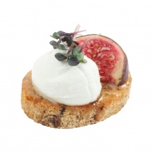 BRUSCHETTA with blue cheese cream, honey and fig