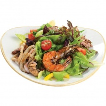 Овощной салат с горячими морепродуктами в бальзамической глазури