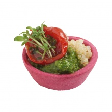 Small tart with quinoa salad, parsley pesto and grilled cherry tomato
