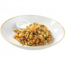 Kičari - dārzeņu lēcu sautējums ar ajūrvēdiskām garšvielām bulguru un rīsiem, ar skabo krējumu