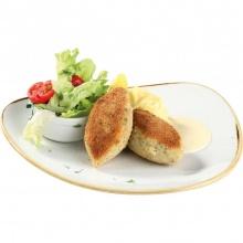 Котлеты из щуки с картофельным пюре и свежими листьями салата