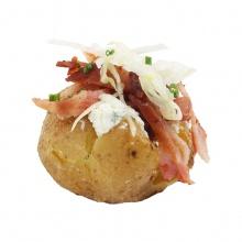 """Mini kartupelis """"mundierī""""  ar pikantu biezpiena krēmu un kraukšķīgi ceptu bekonu"""