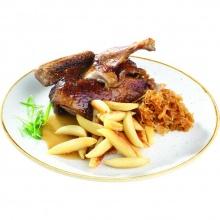 Половина утки, жаркое с шупфнудельн из картофеля карамелизированной капусты