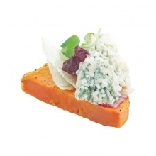 Sweet potato appetizer with blue cheese, arugula and lingonberries