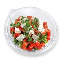 Sezonas pākšu pupiņu salāti ar mizotiem tomātiem