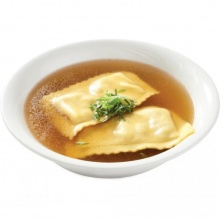 Chicken bouillon with Maultaschen